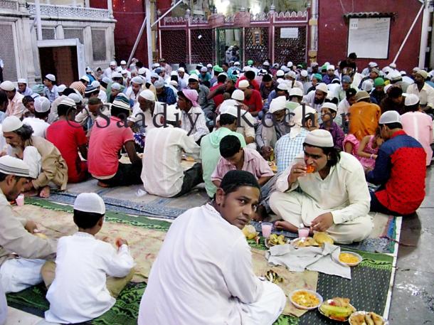 Last Iftiar at the Nizamuddin Dargah